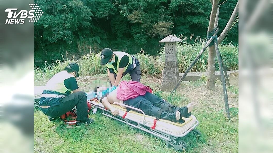 圖/TVBS 夫妻救幼女不慎踩空溺水 2人送醫雙亡