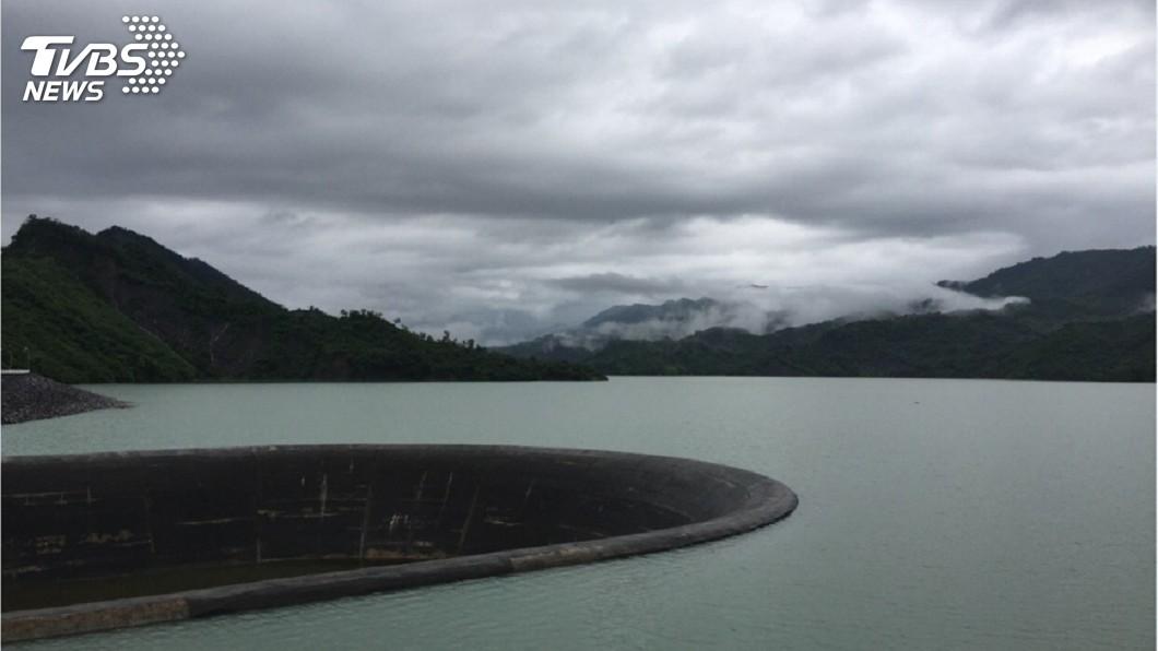 圖/中央社 集水區雨不斷 南化水庫將滿水位溢流