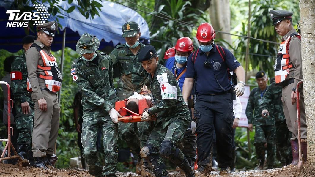 圖/達志影像美聯社 泰國受困13人尋獲 醫師進洞評估健康情況