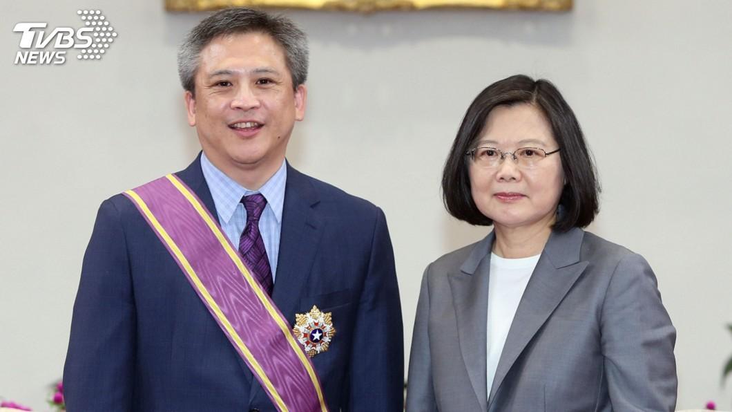 圖/中央社 贈勳梅健華 蔡總統:台灣永遠是你第二個家