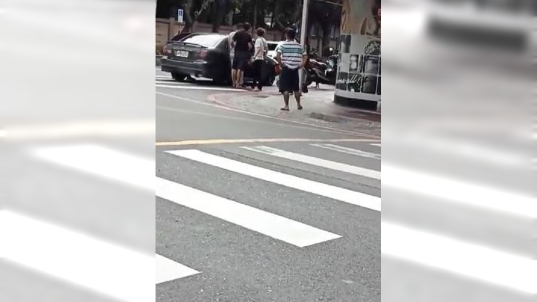 圖/黑色豪門企業 快訊/惡煞持刀押人上車 警方逮捕2名疑犯