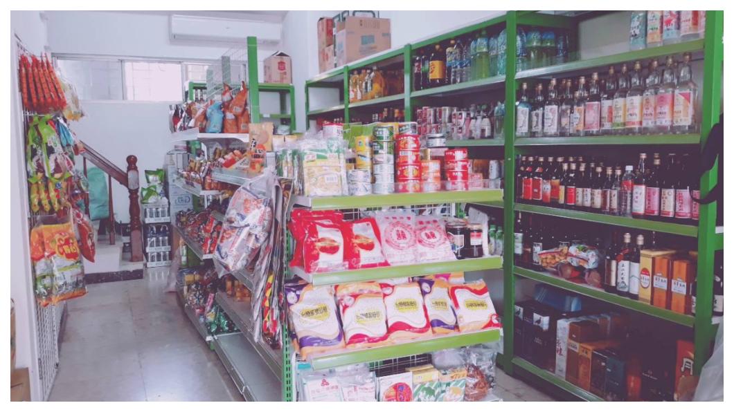 一個軍公教家庭悲歌,退休軍校校長退休金遭砍,在南部眷村開起一間小雜貨店,以降低年金改革後的生活衝擊。 圖/TVBS