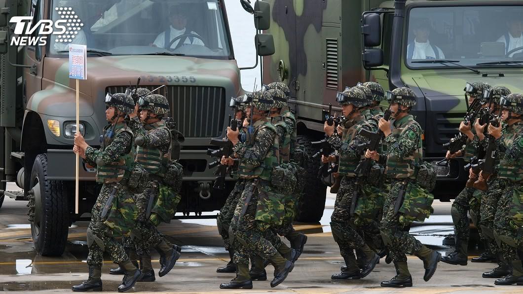 金六結營區日前1名新兵傳出「味覺異常」送醫採檢。(示意圖/TVBS資料畫面) 金六結新兵「味覺異常」疑染疫 營區軍爆:那白X裝的