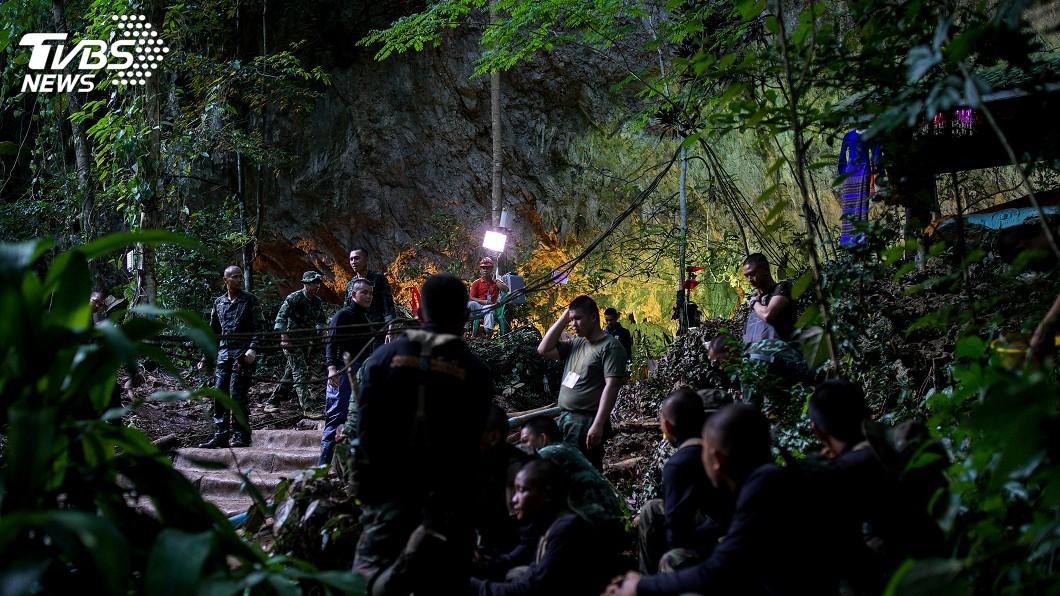 圖/達志影像路透社 運送氧氣瓶意外 泰國洞穴救援潛水員身亡