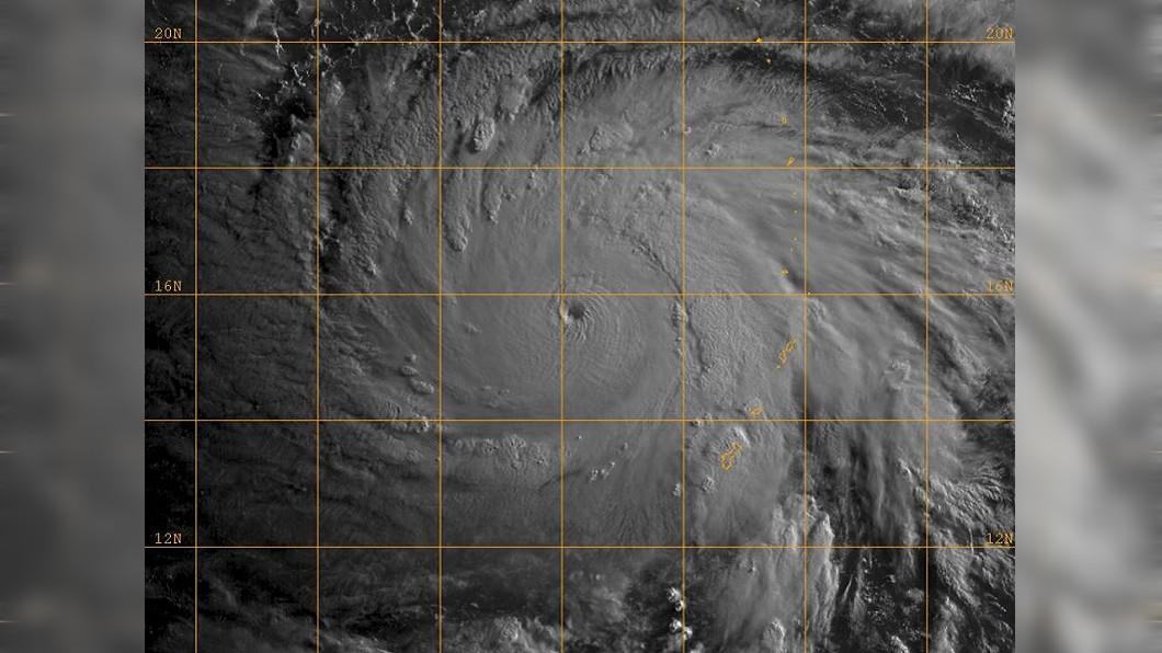 圖/鄭明典臉書 颱風眼清晰!瑪莉亞「暴風增強」 火速升級成強颱