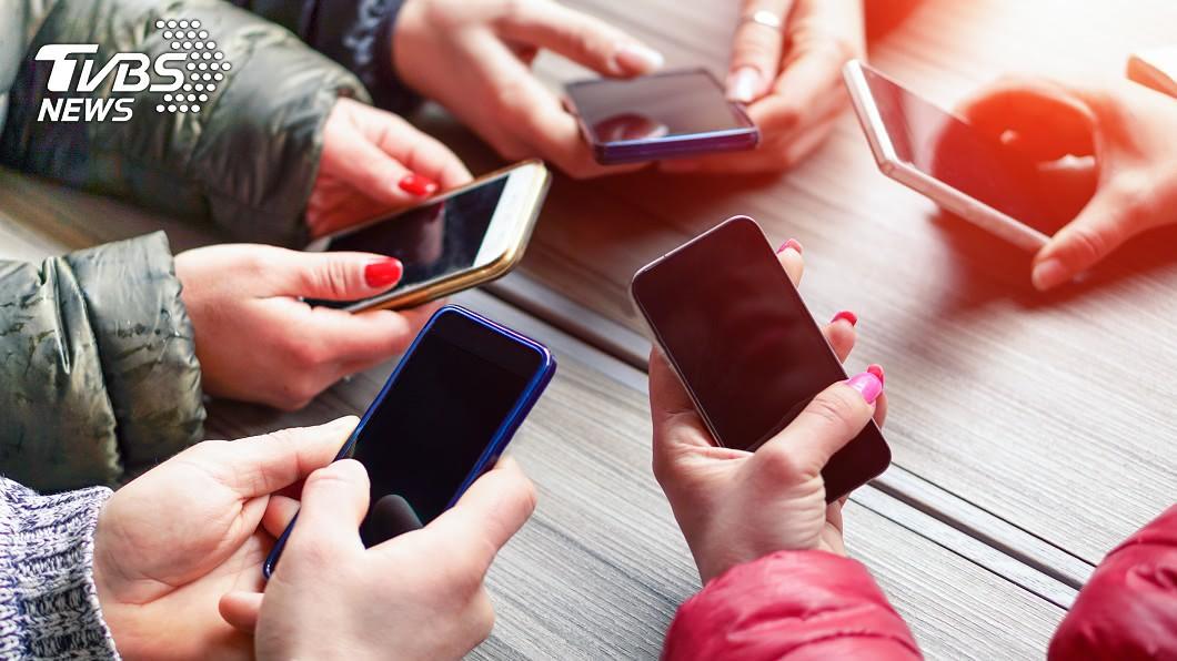 手機示意圖/TVBS 美研究:用iPhone是有錢人 批踢踢網友狠吐槽