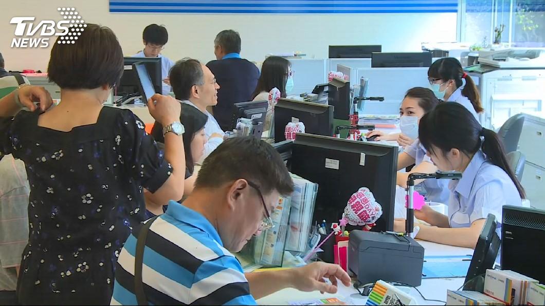 圖/TVBS 瘋排隊上網吃到飽 專家:根本是浪費資源