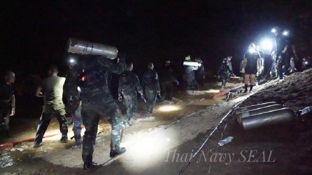 圖/翻攝自Thai NavySEAL粉絲團 泰國洞穴救援行動 成功救出3名足球隊員