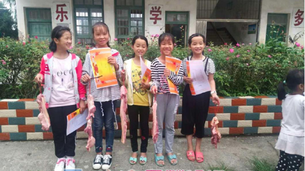 收到獎勵的學生和家長事後表示,這獎品太實用了。(圖/翻攝自柳州新聞網)