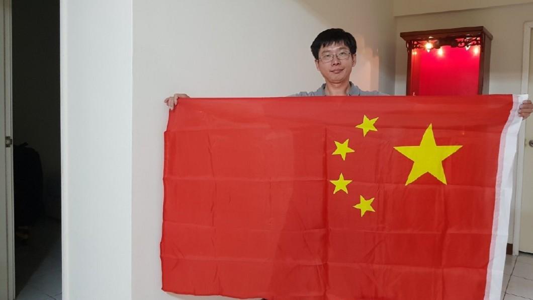圖/翻攝自「台灣正義麵包師傅」微博 拍扁麵包師工作受阻 嗆扁「不是不報,是時候未到」