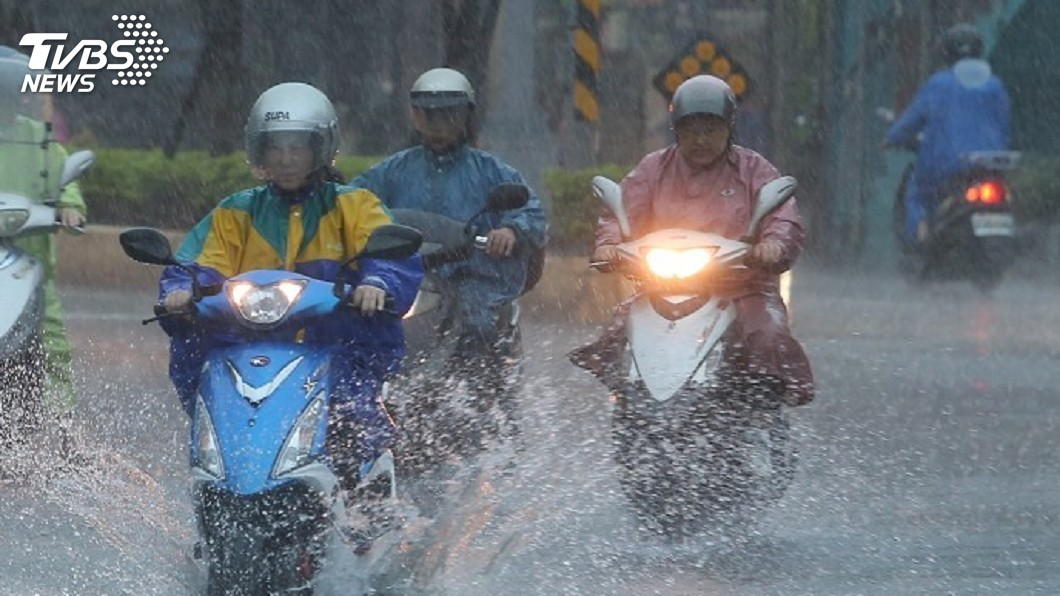 圖/中央社 梅雨鋒面抵達台灣陸地 18縣市注意豪大雨
