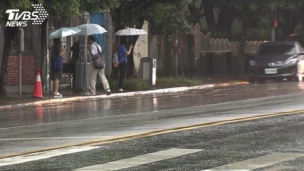 圖/TVBS資料畫面 記得帶傘! 中部以北午後降雨機率提高