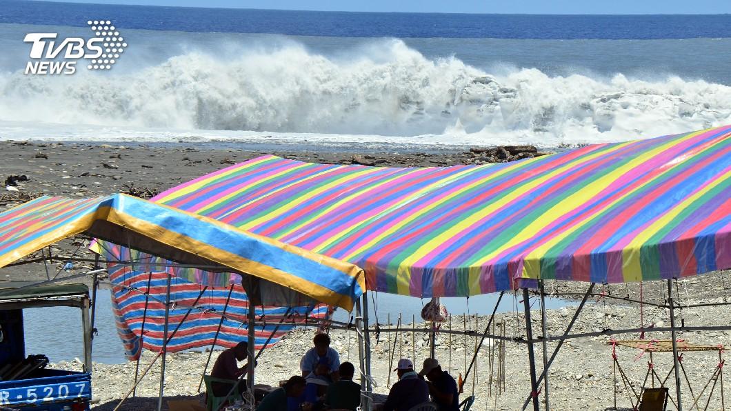 圖/中央社 阿美族海祭撞強颱 退至安全地帶傳承文化