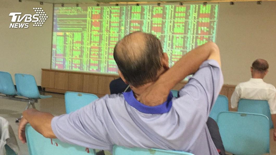 圖/中央社 台股盤中重挫逾百點 暫失守11500點