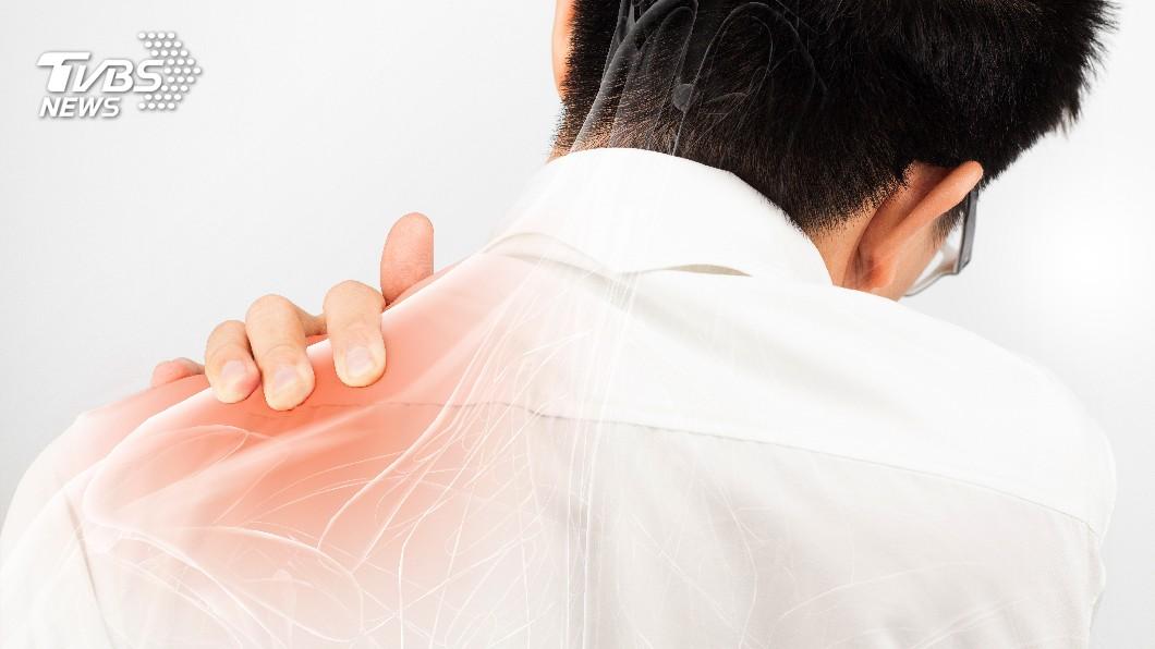 示意圖/TVBS 舉手過肩疼痛 醫:旋轉袖肌發炎或破裂