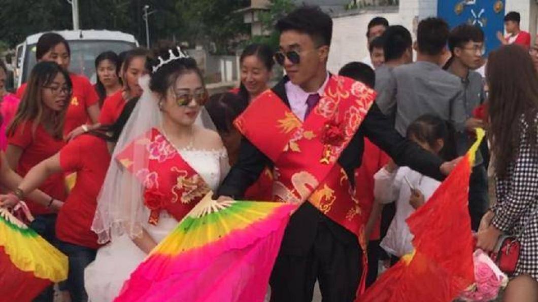 男子奉子成婚,姊姊們出錢幫他辦婚禮。(圖/翻攝自中華網)
