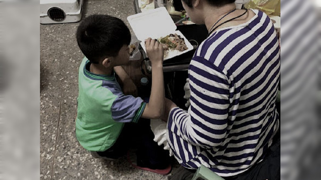 圖/兒福聯盟文教基金會 家貧「撿別人東西用」 9歲男童好料都先給媽媽吃