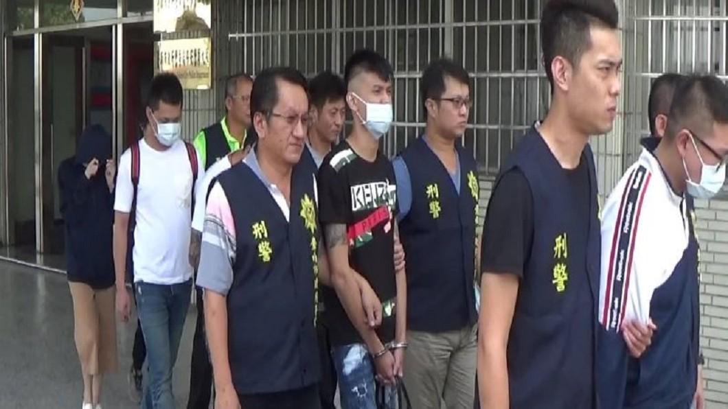 圖/警方提供 警破詐騙集團!成員驚見「零件廠富少」 被逮哭著要找媽
