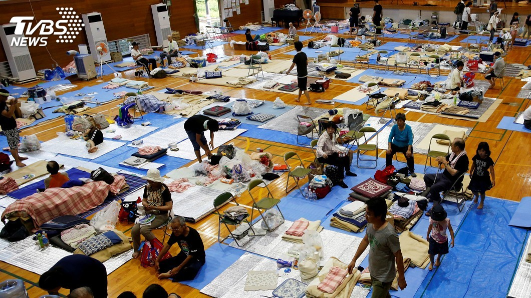 圖/達志影像路透社 西日本豪雨 避難所將提供災民紙箱床鋪