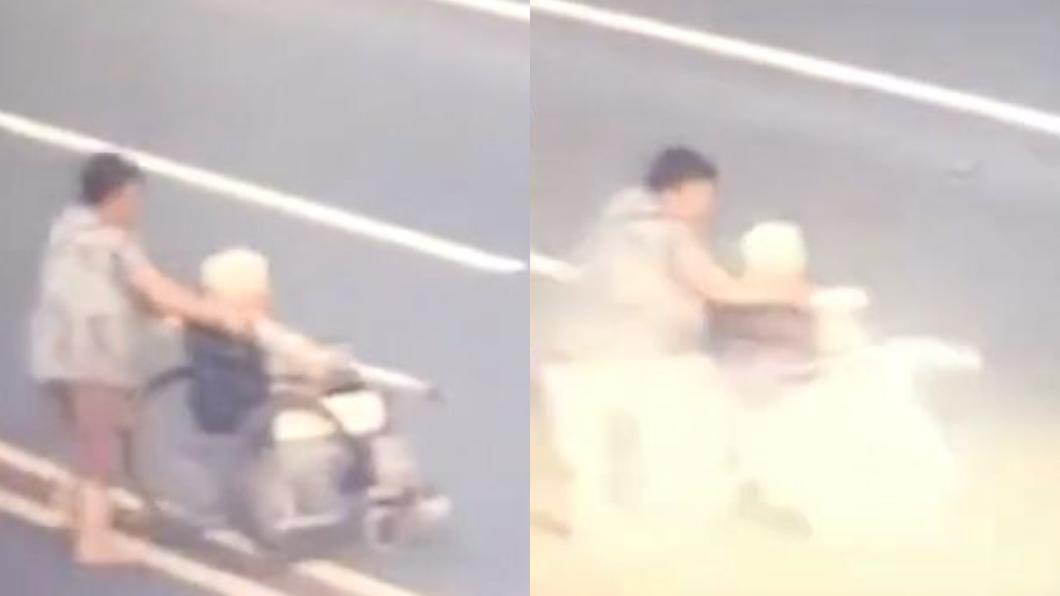 圖/翻攝自澎湃新聞 悚!女子推老母親過馬路 7秒遭撞飛現場「只剩輪椅」