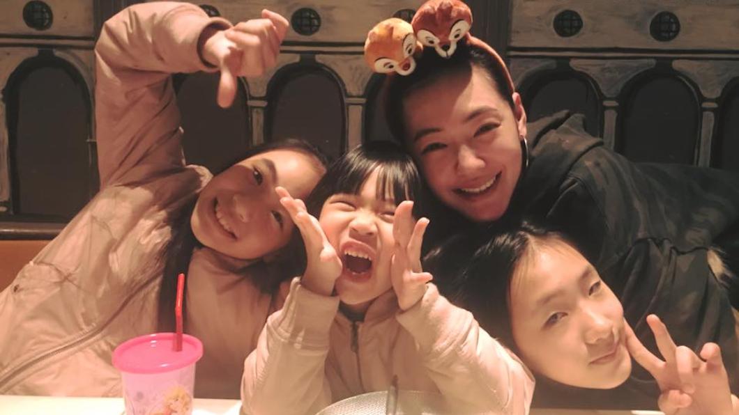 小S和女兒們感情融洽!翻攝自/小S臉書