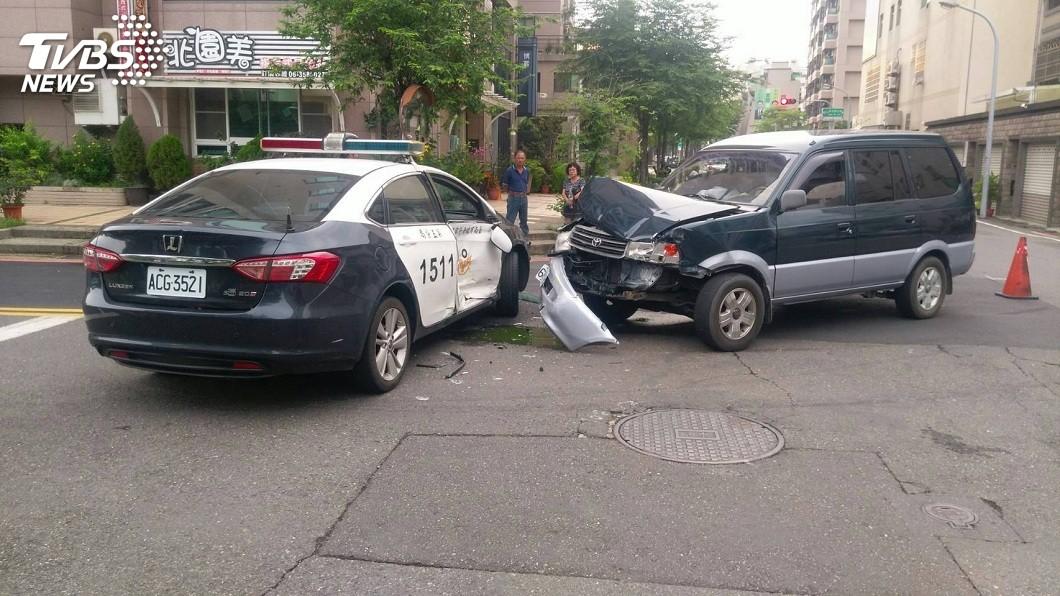 事後調查,這起車禍地點,正好是前一天黃姓女子墜樓身亡的案發地點,而且駕駛的王姓員警,正好就是前一天處理命案的員警。(圖/TVBS)