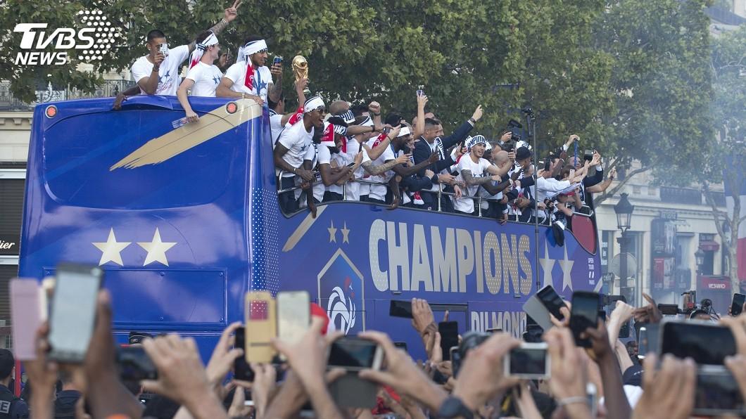 圖/達志影像美聯社 (世足賽) 法足球隊返國受英雄式歡迎 勝利遊行待發