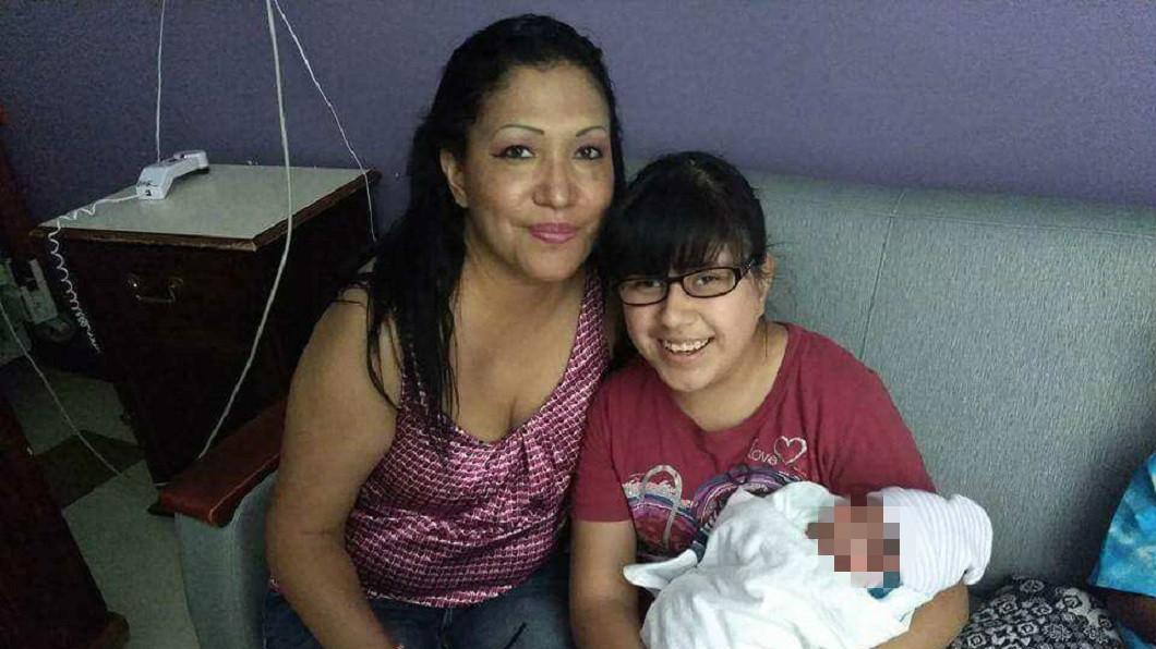 美國日前發生一起駭人命案,13歲的孫女目睹49歲的祖母被殺,竟遭兇手斬首棄屍。(圖/翻攝自Madison Sheriff AL推特) 阿嬤疑當「抓耙子」被殺 孫女目睹遭斬首滅口