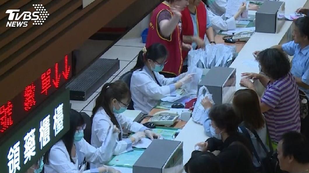 圖/TVBS資料畫面 郵政VISA金融卡 25日起可繳醫療費、水費