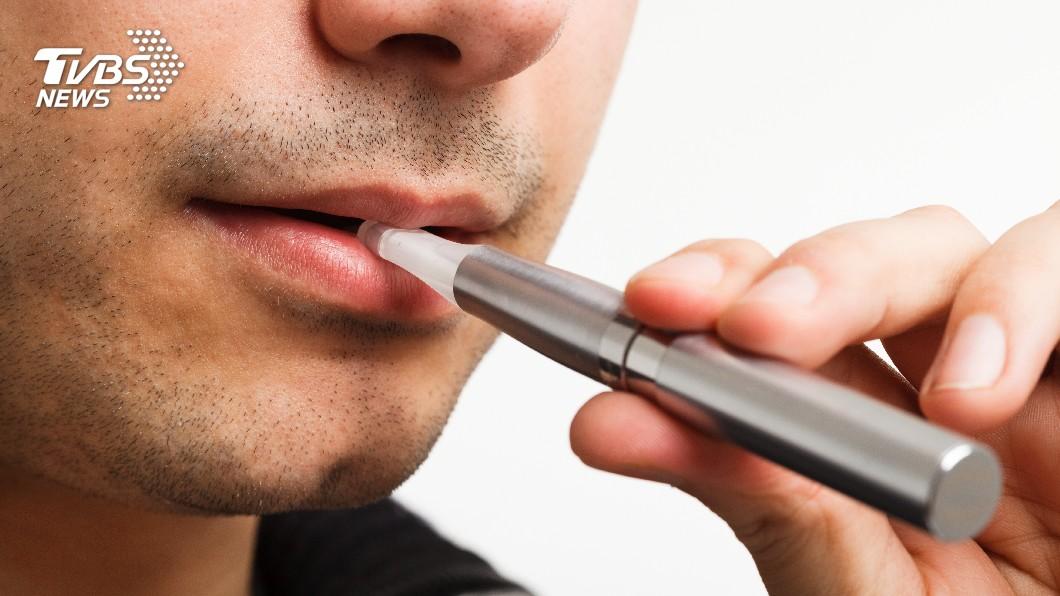 示意圖/TVBS 吸電子煙使航班高空驟降 陸飛行員被吊照
