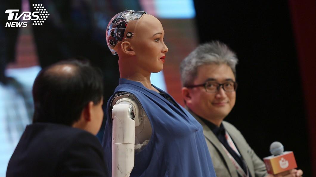 圖/中央社 蘇菲亞對談PTT之父 杜奕瑾:AI無法取代人性