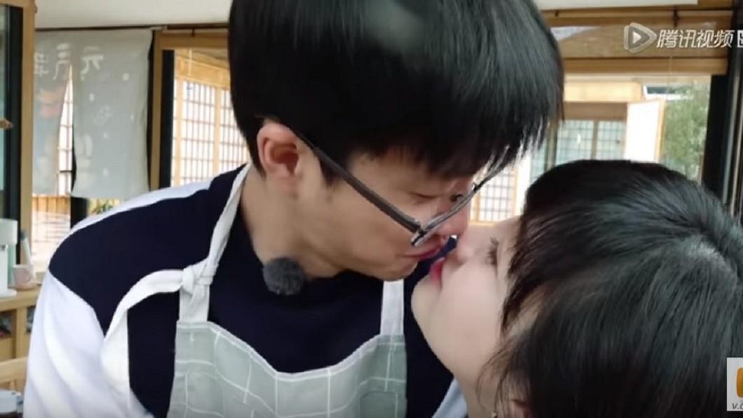 圖/翻攝自YouTube騰訊視頻頻道 福原愛上節目親老公100次 網友喊:肉麻過頭