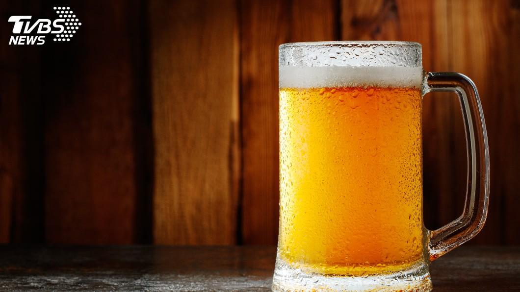 示意圖/TVBS 大熱天喝冰啤酒消暑 醫:恐增中暑風險