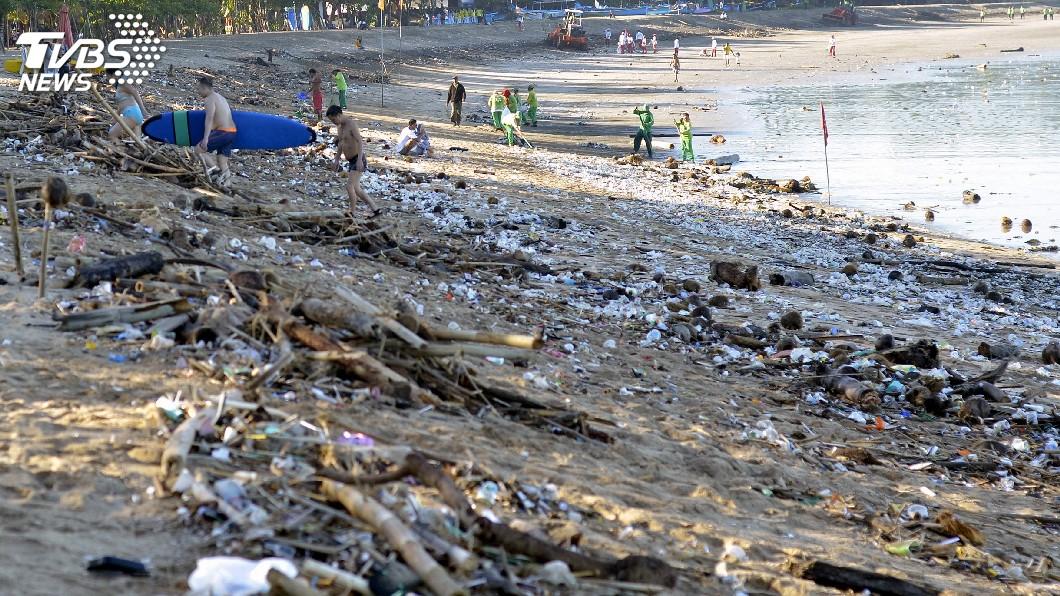 圖/達志影像路透社 印尼峇里島垃圾汙染嚴重 APP提升清運效率