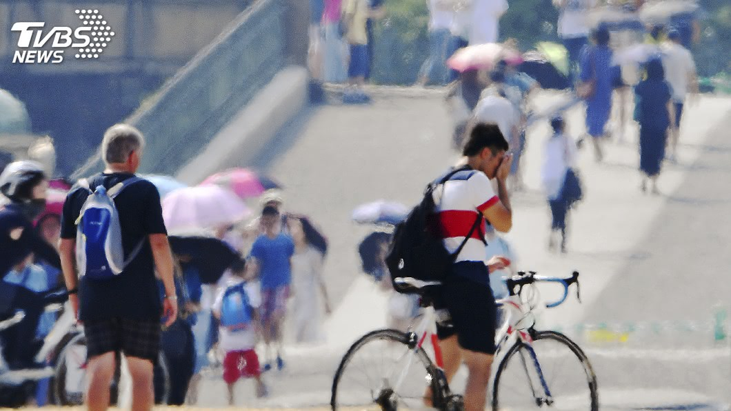 把握預防熱傷害三要訣:「保持涼爽、補充水分、提高警覺」,迎戰炎炎夏日。 圖/TVBS