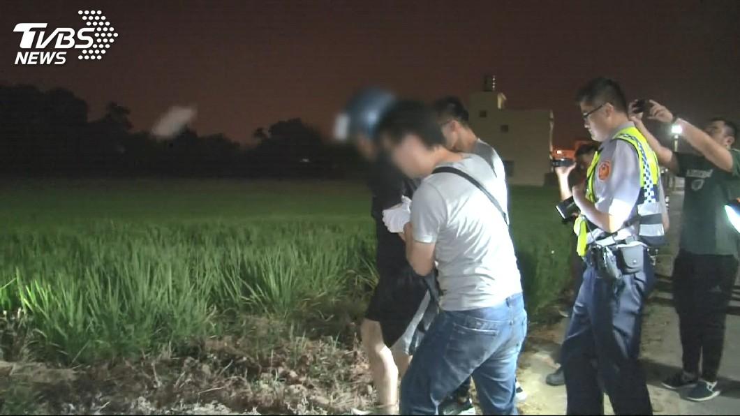 男子在行兇後於住家500公尺外的一處大排被逮捕。(圖/TVBS)