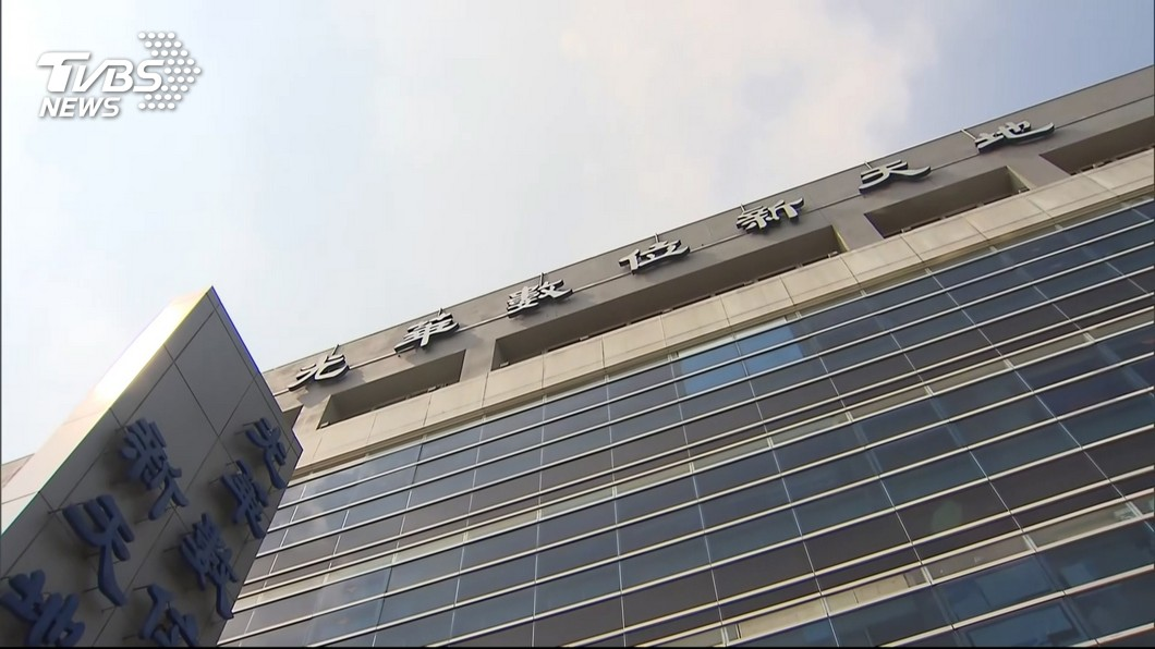 光華商場傳出墜樓事件。(圖/TVBS資料畫面) 男子光華商場停車場墜落地面 送醫不治