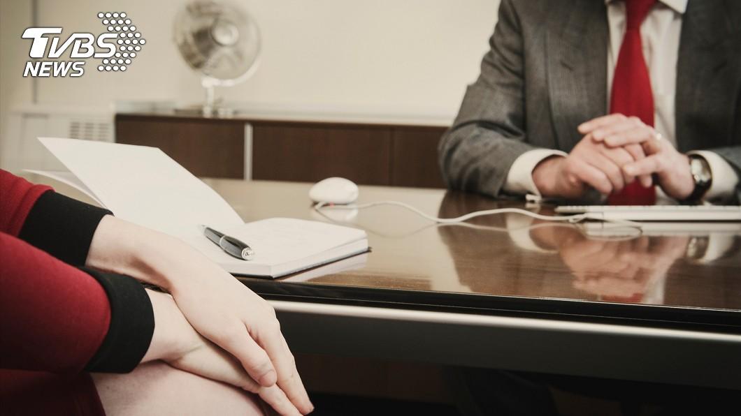 示意圖/TVBS 誇讚洽公女民眾「胸部好大」 日公務員遭停職3個月