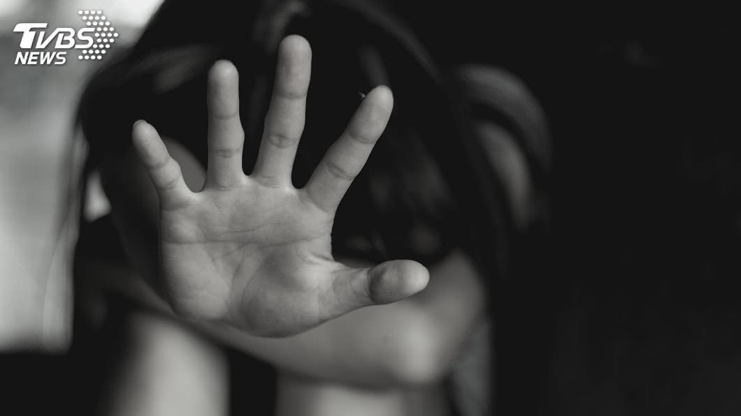 示意圖/TVBS 父跳蛋指侵逞獸慾5年!女淚向母求救 被當「誤會一場」