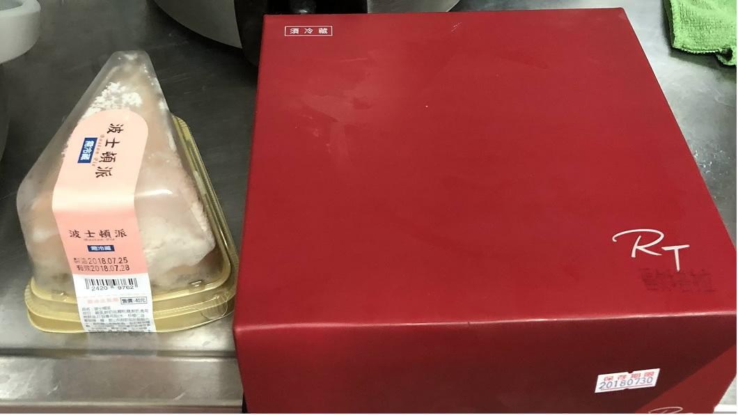 女網友分享自己和婆婆同時收到朋友送的滿月回禮,其中婆婆的親友僅送了波士頓派,讓她們看傻眼。(圖/翻攝自PTT) 傻眼!包2千慶賀友孫滿月 對方送4片超商蛋糕回禮