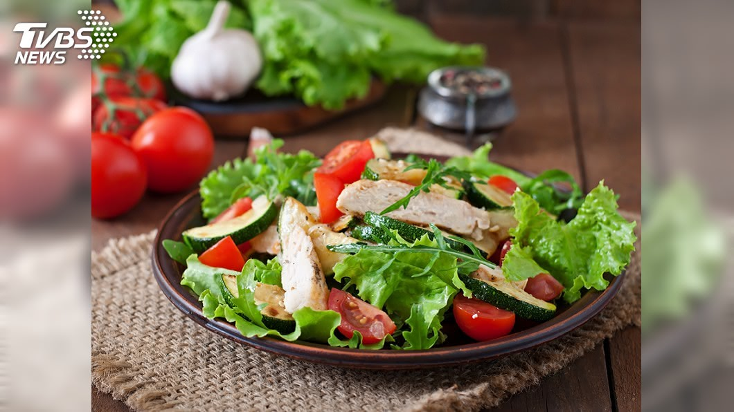 超市中有些食物其實沒有大家想的健康。示意圖/TVBS 生菜沙拉也中?超市4種「假健康食物」 專家:別吃太多