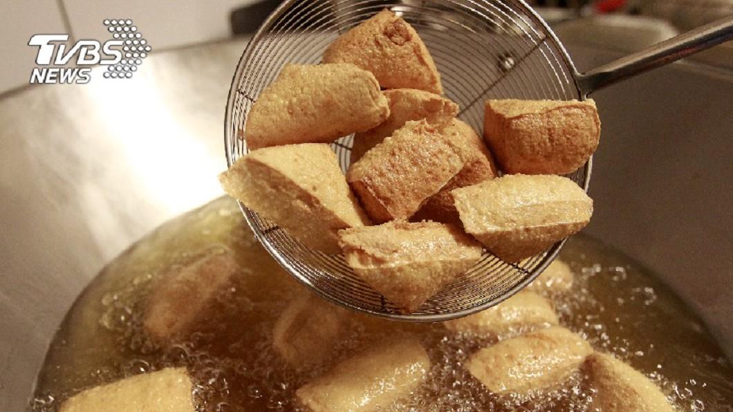 臭豆腐是夜市必吃美食之一。(示意圖/TVBS) 準備轉行?他算夜市賣臭豆腐「超好賺」:可以買房子