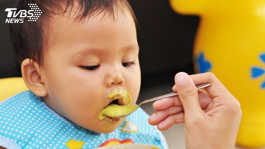 示意圖/TVBS 何時開始餵副食品? 爸爸育兒最愛問