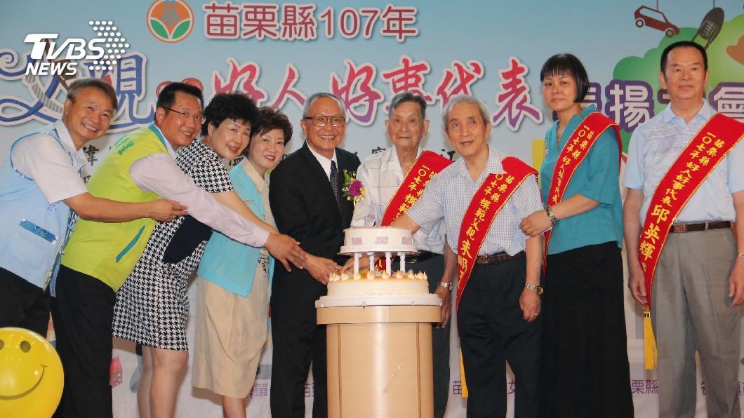 圖/中央社 表揚模範父親 徐耀昌:女力崛起男兒當自強