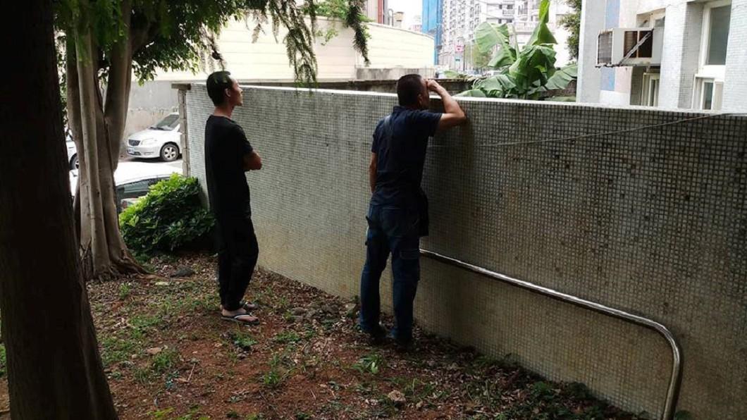 圖/翻攝自 爆廢公社 上學第一天…爸爸躲牆外偷看 網爆哭:我也做過