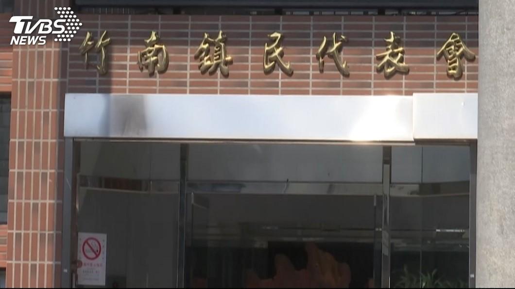 圖/TVBS 1人5萬公帑考察 5份報告連錯字都一樣