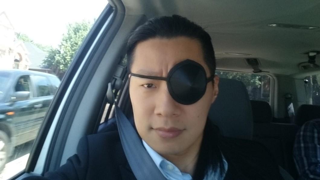 圖/翻攝自林昶佐 Freddy Lim臉書 林昶佐戴眼罩 結膜炎害他變神盾局局長