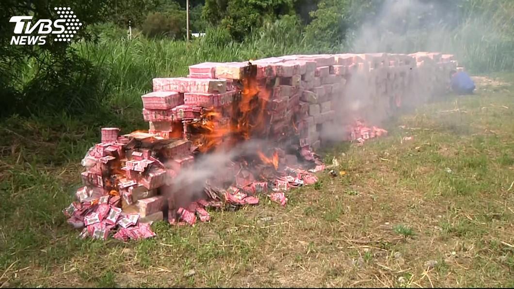 圖/TVBS 財神廟補財庫 信眾燒掉85萬新台幣