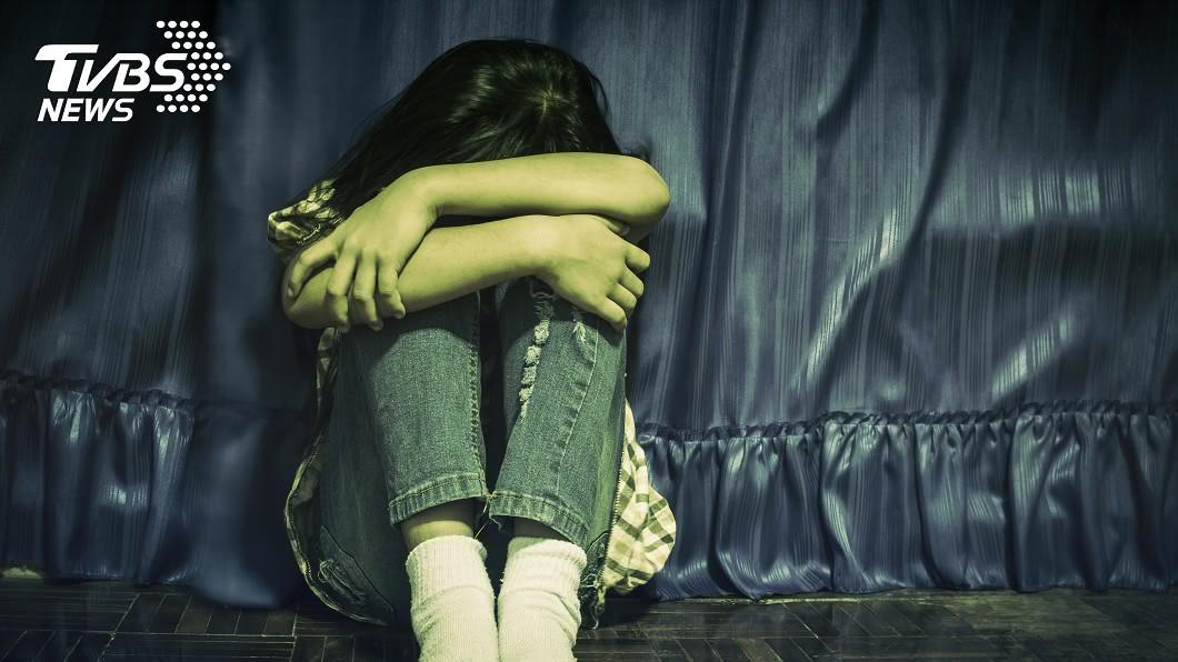 新北市一名女童長期遭叔公猥褻性侵,就連父親也伸出狼爪。(示意圖/TVBS) 遭叔公性侵、父猥褻多年 女童吃橡皮筋忘了自己是誰