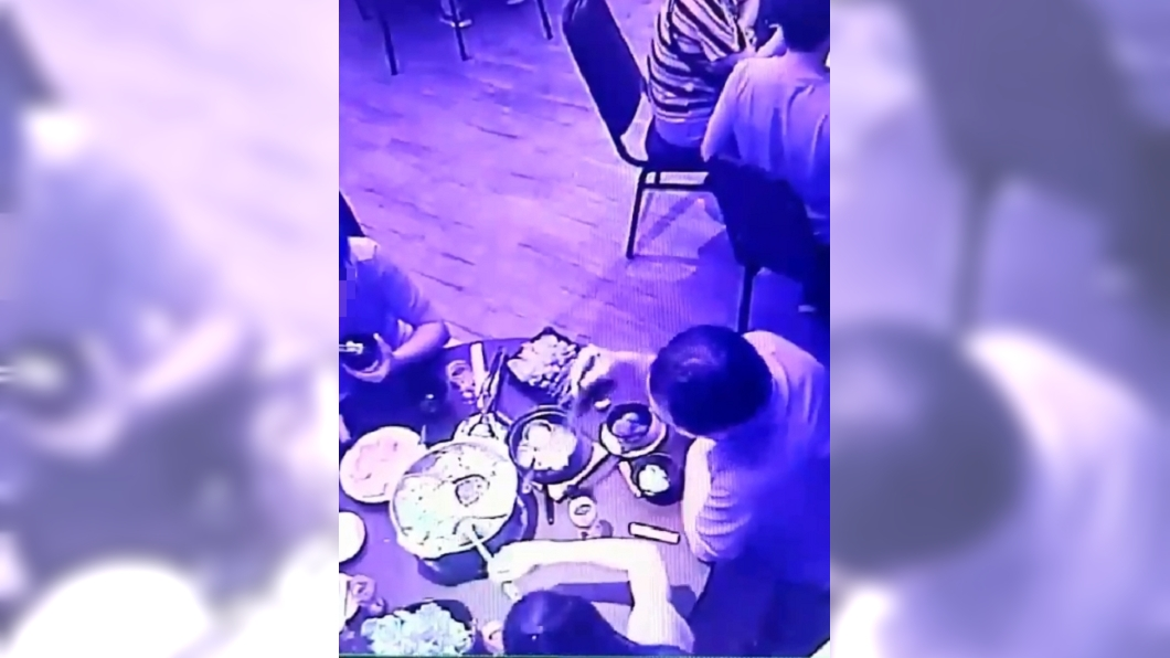 圖/翻攝自爆料公社 奧客自夾衛生紙「涮」鍋 誣賴店家嗆:要怎麼處理?